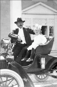 Dr. Jackson and daughter Helen in front of Royal Palm Hotel in 1905