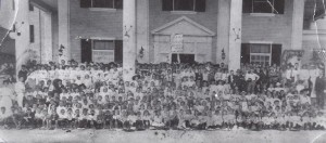 All grades of Miami School in front of the Royal Palm Hotel in 1904.