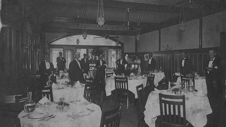 Inside of Ye Wee Tappie Tavern in 1913