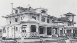 Chateau Reve and McGraw home in Point View in 1917.
