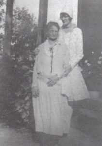 Mary & Maude Brickell in early 1920s