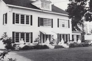 Nolan House in 1979 after columns are removed.