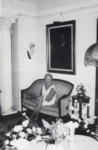 Henriette Harris sitting in home in 1994.