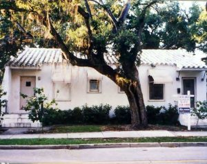 Oak Tree already removed. Picture of Duplex prior to Perricones in 1994.