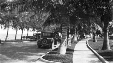 South Bayshore Drive looking south in 1925