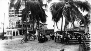 Relaxing in Royal Palm Park in 1920