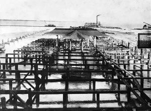 Demolition of Elser Pier in 1924.