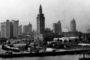 Port of Miami in 1920s. Curry Residence to the right of the white building on Biscayne Boulevard